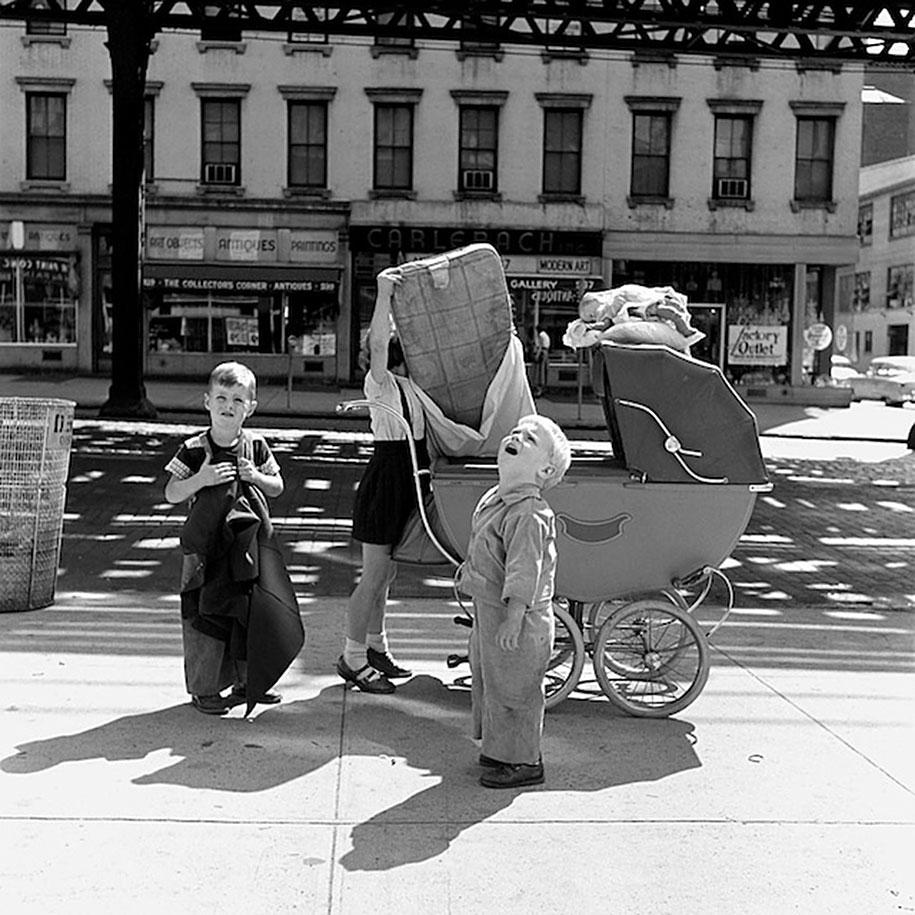 new-york-chicago-street-photography-vivian-maier-11