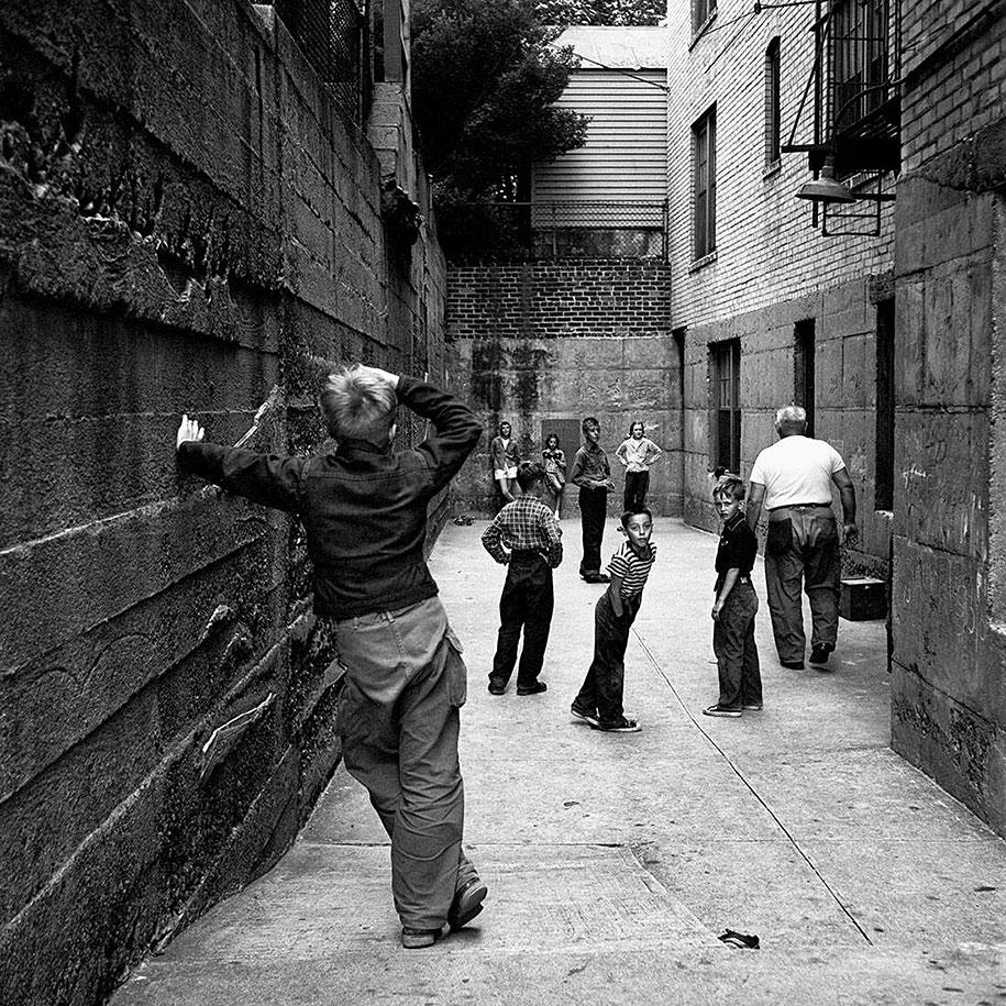 new-york-chicago-street-photography-vivian-maier-18