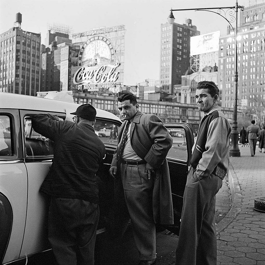 new-york-chicago-street-photography-vivian-maier-34